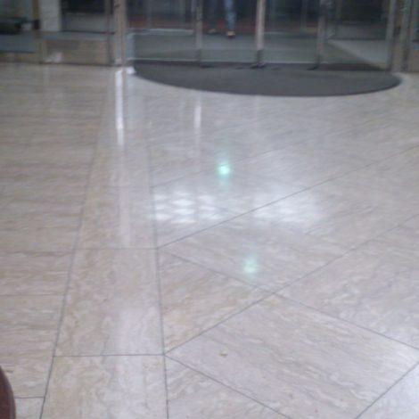 ホテルロビーの大理石床鏡面再研磨