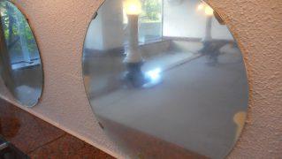 【鏡・ガラスの研磨】温泉大浴場の水垢・温泉垢のついた鏡の研磨