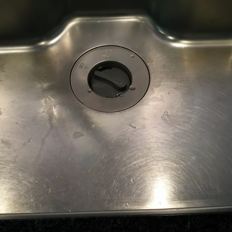 キッチンステンレスシンクの汚れ・傷研磨前