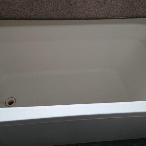 FRP浴槽研磨再生前